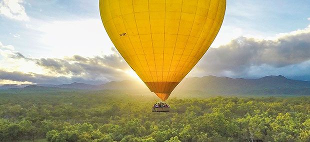 Cairns-Hot-air-Balloon-scenic-Flight-In-Sunrise