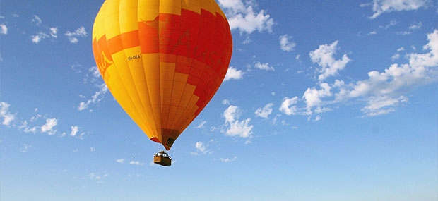 Ballooning-with-Hot-Air-Cairns-&-Port-Douglas-Inflating